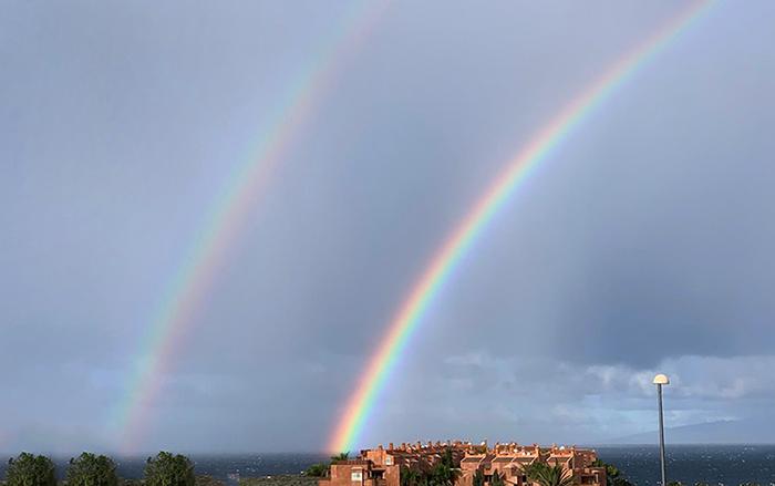 Naturphänomen doppelter Regenbogen