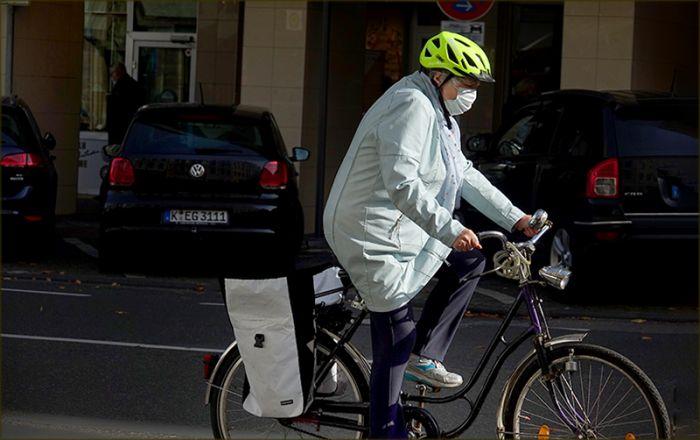 "Fahrradfahrer mit ""Alltagsmaske"""