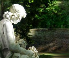 Skulptur auf einem Friedhof