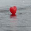 Herz auf dem gefrorenem See