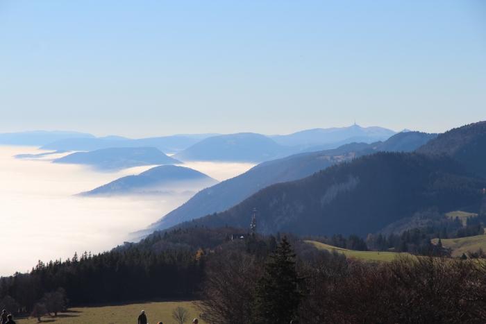 Jomo: Berglandschaft im Herbst
